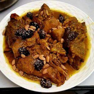 Viandes de veau pruneaux amandes dans sa délicieuse sauce pour 15 personnes